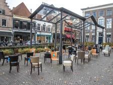 Lege stoelen Nieuwe Markt Zwolle herdenken verkeersslachtoffers