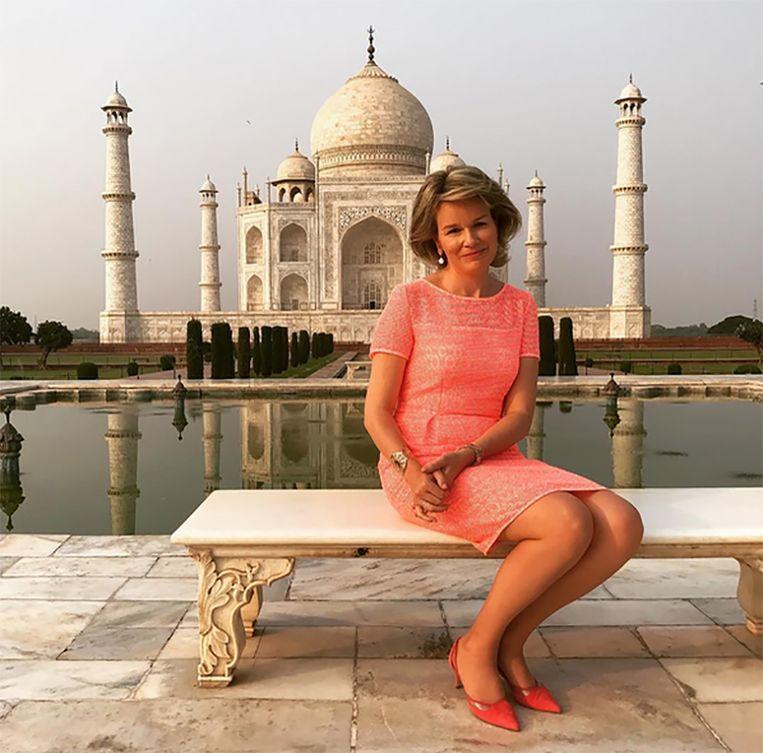 Koning Filip fotografeerde koningin Mathilde aan het wereldberoemde Indiase mausoleum Taj Mahal. De site werd tijdelijk afgezet voor de toeristen.