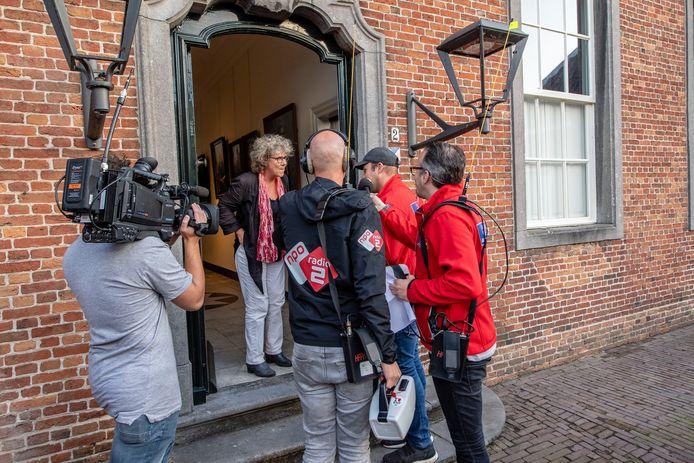 Frans Bauer, int samen met dj's Frank van 't Hof en Wouter van der Goes  de laatste collecte  van Radio 2 in centrum Roosendaal bij het Tongerlohuys.