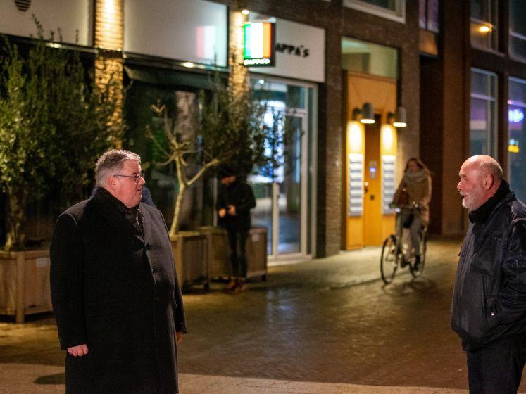 Dreigende rellen in Nijmegen: burgemeester Bruls de straat op