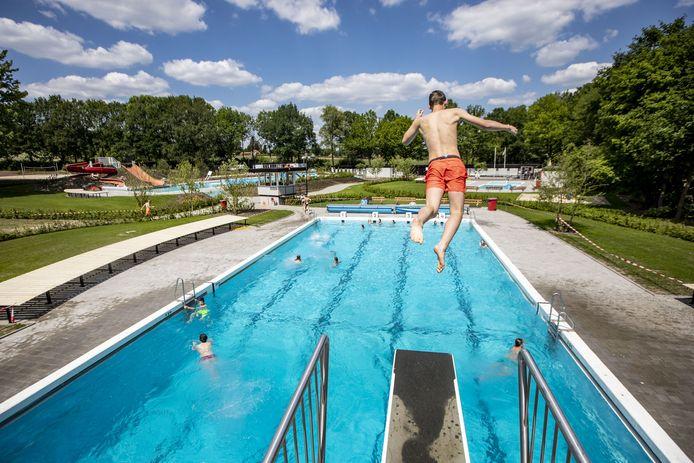Er mag weer gezwommen worden in het opgeknapte zwembad Kuiperberg.