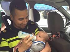 Agent geeft baby de fles na ongeluk op N269