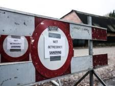 Mannen in gele pakken halen mestkelder drugslab bij Drempt leeg