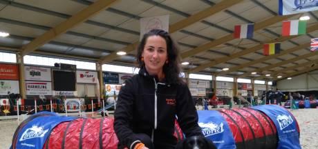 WK Behendigheid voor honden in Hellendoorn: 'Ze is erg opgewonden'