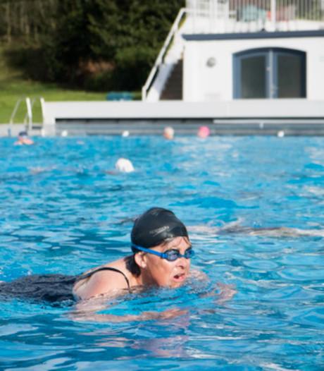 Met 7 graden boven nul het buitenbad in: Arnhemse zwemmers zijn 'een beetje geschift'