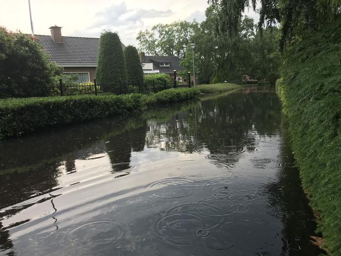 De weg in het Wilhelminapark veranderde in korte tijd in een rivier