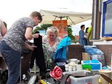 Vrijmarkt in Almelo: 'Niet genoeg geld? Ach, neem maar mee'