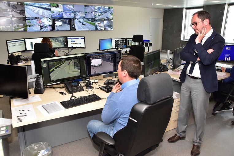 Burgemeester Van Quickenborne benadrukt dat de politie de camerabeelden in de binnenstad correct opvolgt.