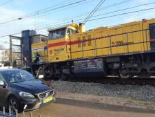 Locomotief Strukton ontspoord bij station Amersfoort
