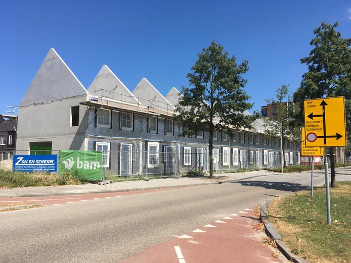 Woningen in aanbouw in Weideveld.