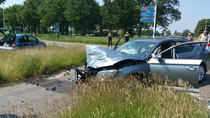 De auto's zijn zwaar beschadigd bij het ongeval