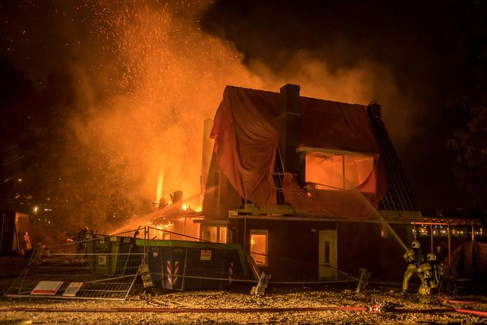 De brand in een woning aan de Rooseveltlaan in Utrecht, waar horeca moet komen.