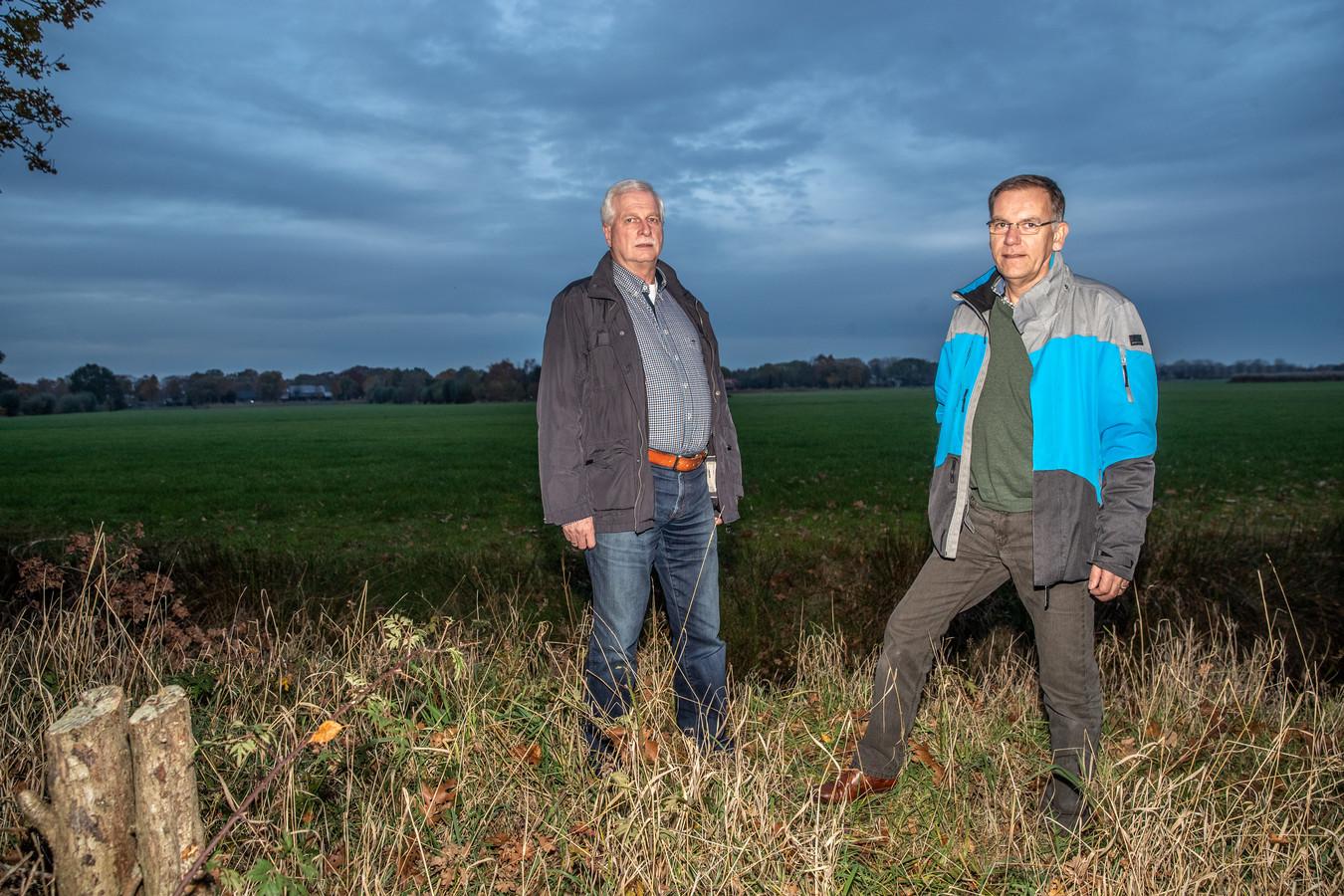 John Vullers (links) en Wim Hovestad zijn vanuit wijkvereniging Berkum betrokken bij het project om Berkum energieneutraal te maken.