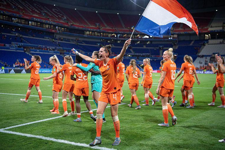 Oranjevrouwen na de gewonnen halve finale tegen Zweden.  Beeld Guus Dubbelman / de Volkskrant