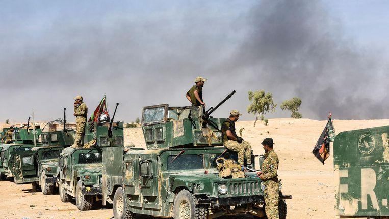 Irakese strijdkrachten op zo'n 30 kilometer ten zuidoosten van Mosul. Beeld afp