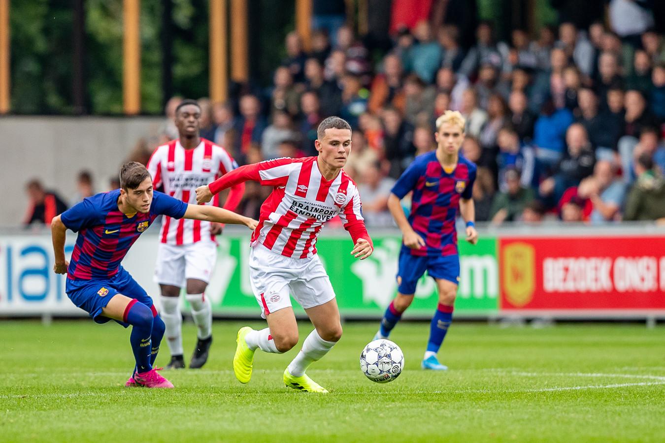 Joost de Schutter in actie tijdens de poulewedstrijd tegen Barcelona.