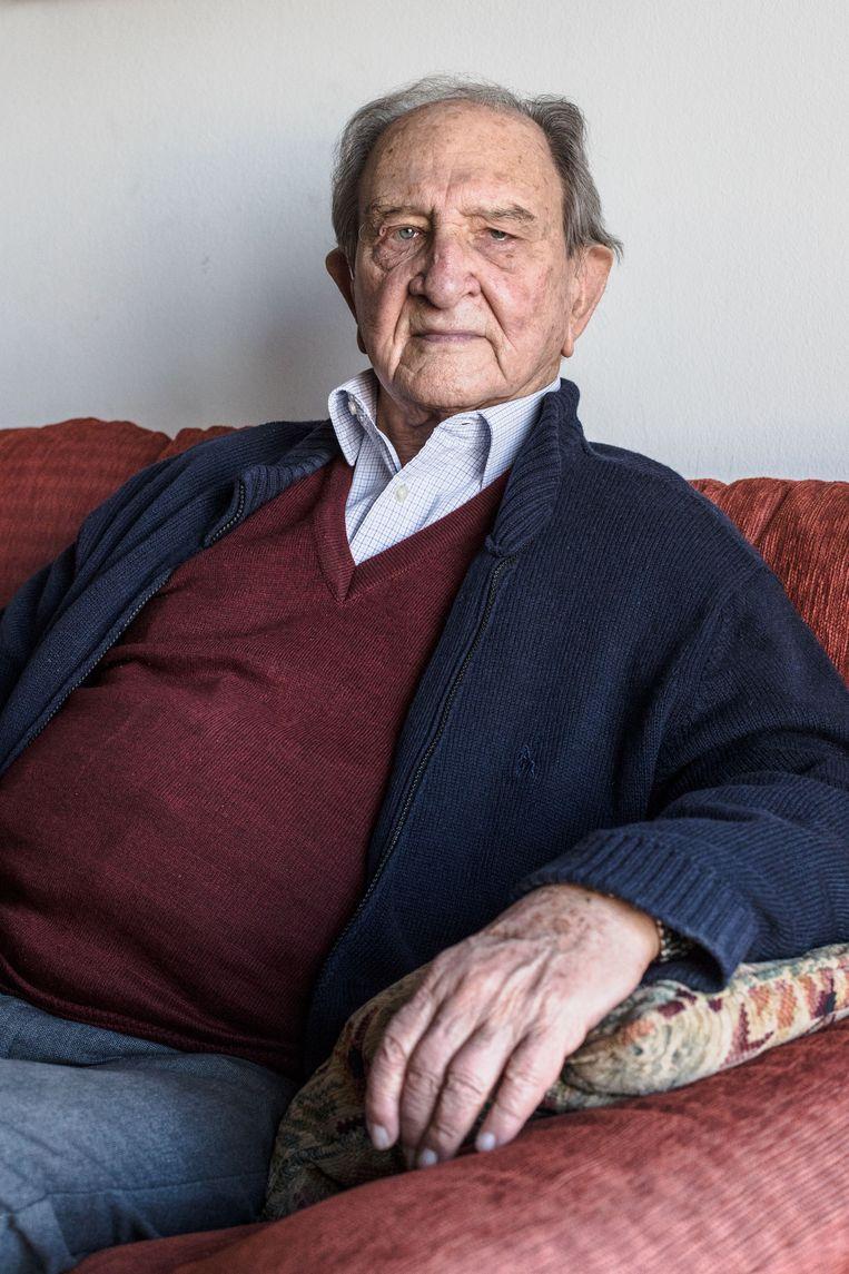 Een portret van Nicolas Sanchez Albornoz, politieke gevangene tijdens het dictarorschap van Franco.  Beeld null