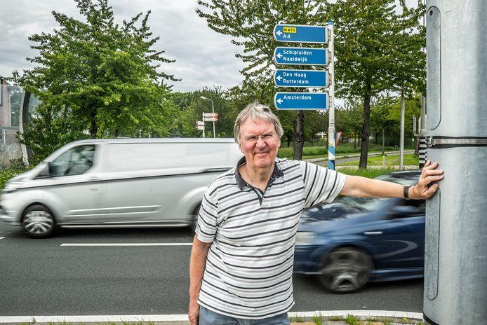 Henk Tetteroo bij de kruithuisweg, die veel drukker wordt als de A4 wordt verbreed.