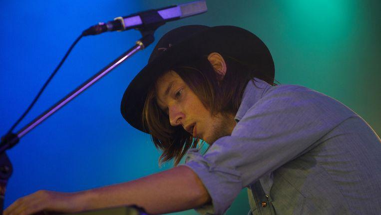 Jacco Gardner tijdens zijn optreden op Lowlands. Beeld anp