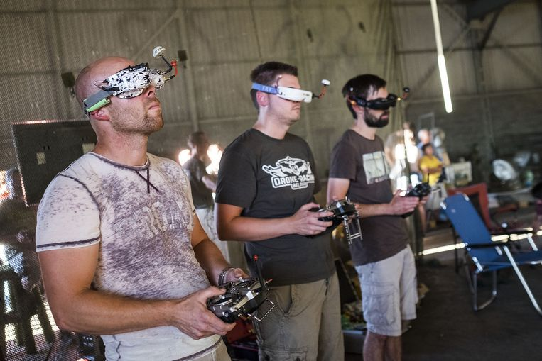 Opperste concentratie bij de deelnemers van de Drone Race.