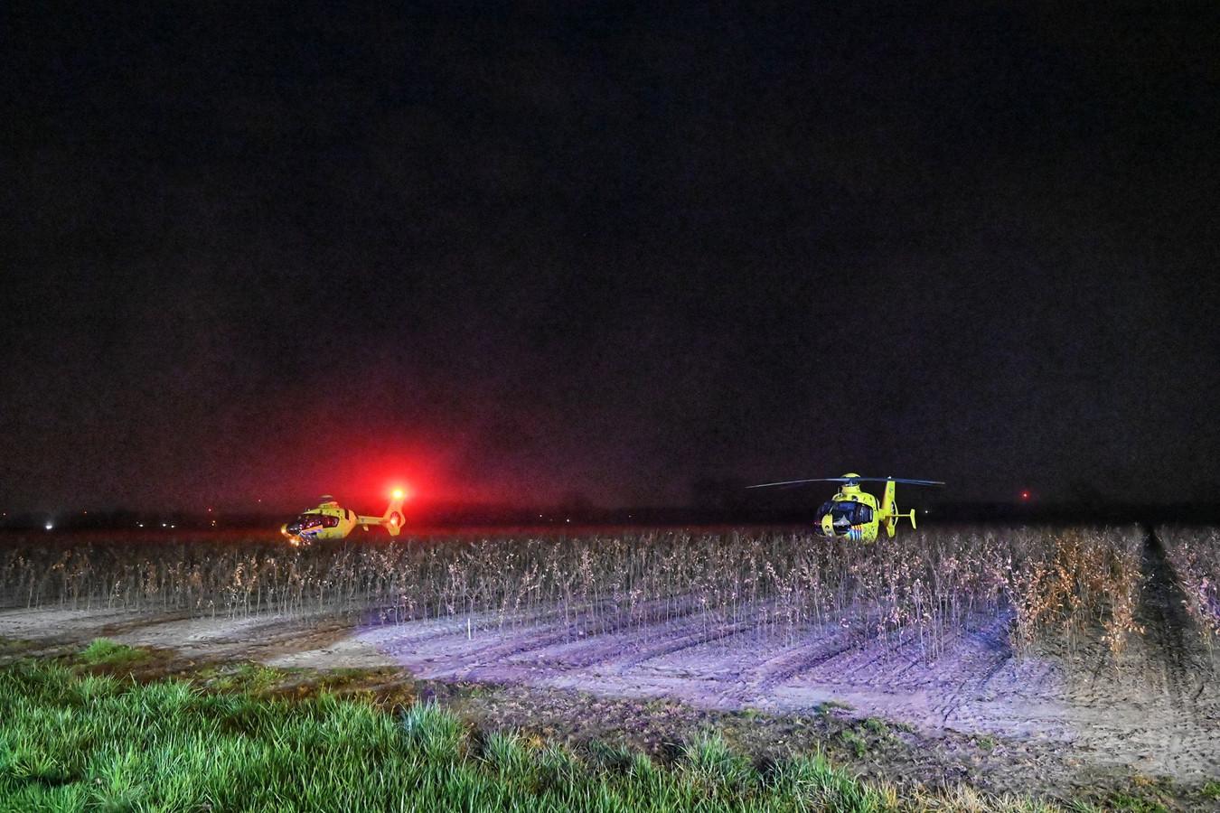 Ernstige aanrijding in Wernhout, traumahelikopter moet komen voor twee mensen die op de motor zaten waar een vrachtwagen op botste.