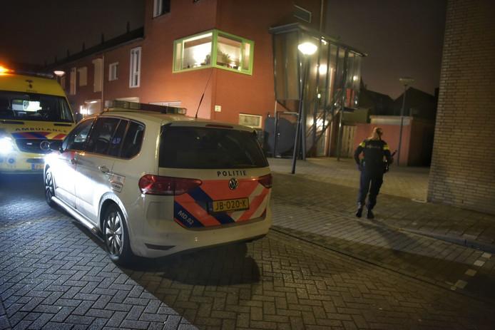 Ambulance en politie zaterdag in de Amerstraat.