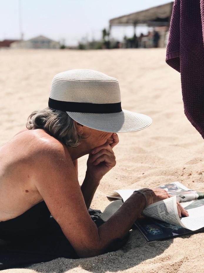 Lezen op het strand