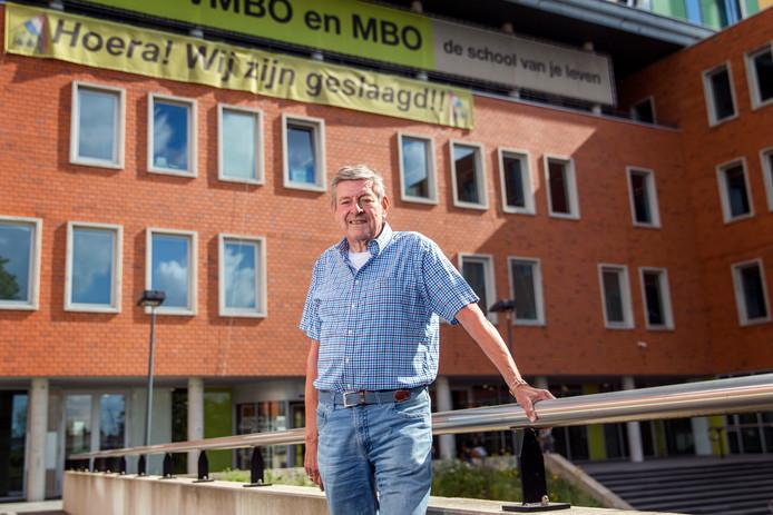 Will van Wijk, nu nog docent op het Lentiz Life College in Schiedam. Over twee weken gaat hij met pensioen.