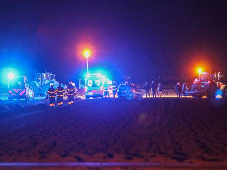 Ernstig ongeluk met trekker op akker in Ens: slachtoffer zwaargewond