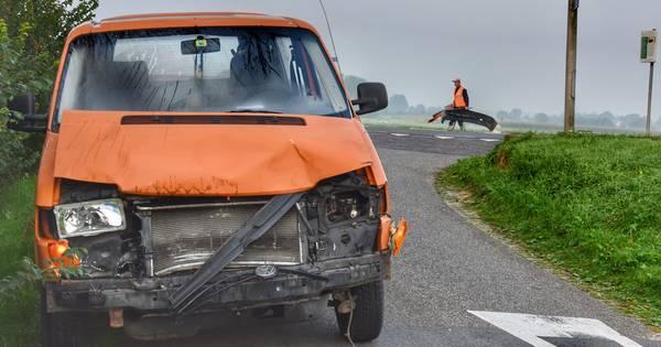 Auto's zwaar beschadigd bij aanrijding in Olst, auto waarmee die begon reed door.