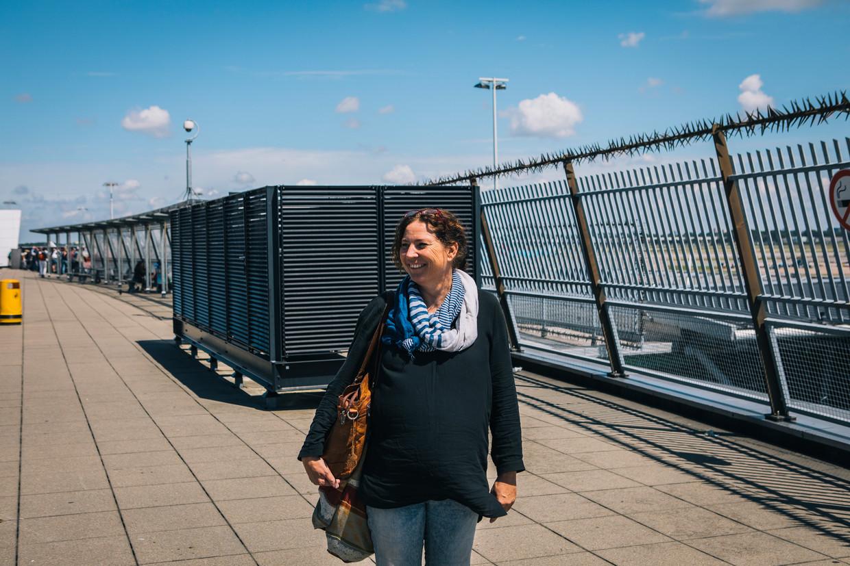 Yvonne Snitjer op Schiphol na haar vermissing in 2017. Beeld Marcel Wogram