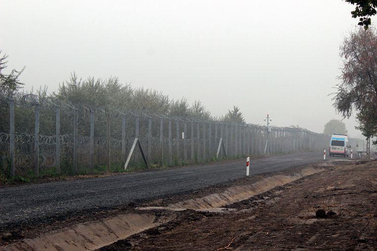 Het hek dat Hongarije liet bouwen om vluchtelingen te weren.  Beeld thinkstock