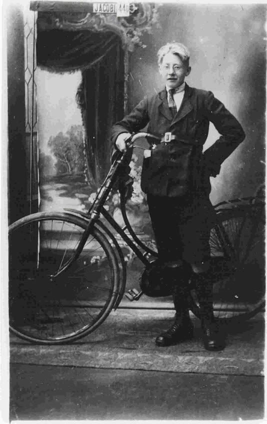 Theun de Vries in circa 1920.