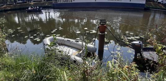 De eigenaar van dit bootje heeft geluk, want dienst pleziervaartuig heeft een vaste ligplek in de singel van Breda. Honderden anderen staan hiervoor in de rij.