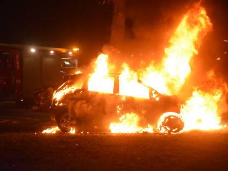 Zoveelste autobrand Deventer: eigenaar vindt auto na nachtshift uitgebrand terug