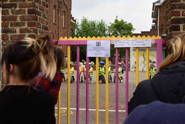 Door afbraakwerken werd een deel van de schoolgebouwen gesloten.