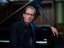 Pianist Jaap Eilander treedt op in Op Hodenpijl