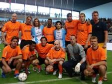 Van Hooijdonk over ontmoetingen met Maradona: 'Als kind een aai over de bol, als voetballer een knuffel'