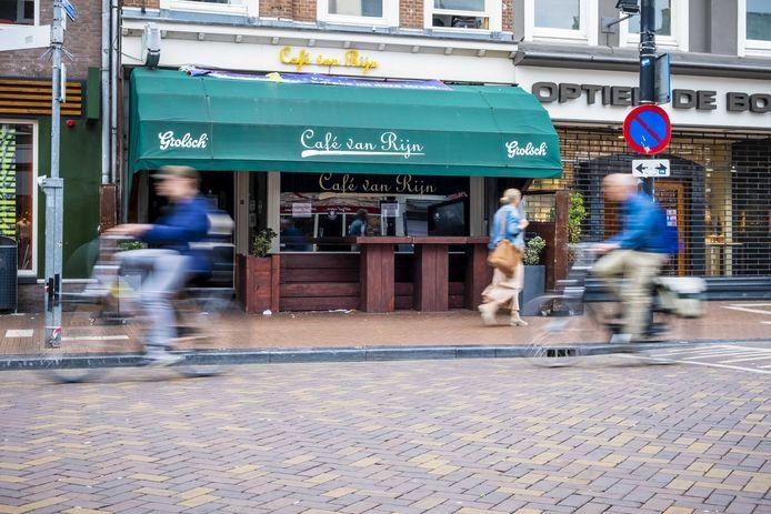 Tientallen bezoekers van Café van Rijn in Nijmegen raakten besmet met het coronavirus.
