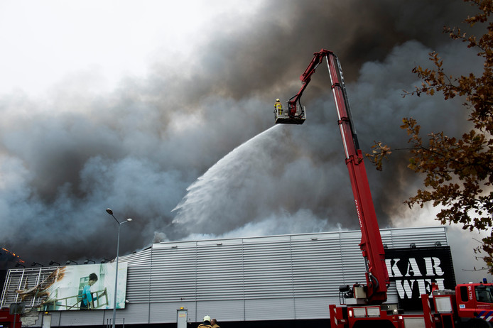Apeldoorn: Grote brand bij Karwei.Foto: Kevin Hagens