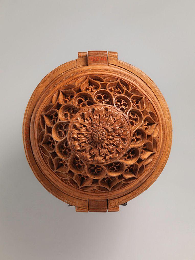 Adam Dircksz, gebedsnoot met kruisiging, buxus, 50 mm diameter, 1500-1530. Beeld null