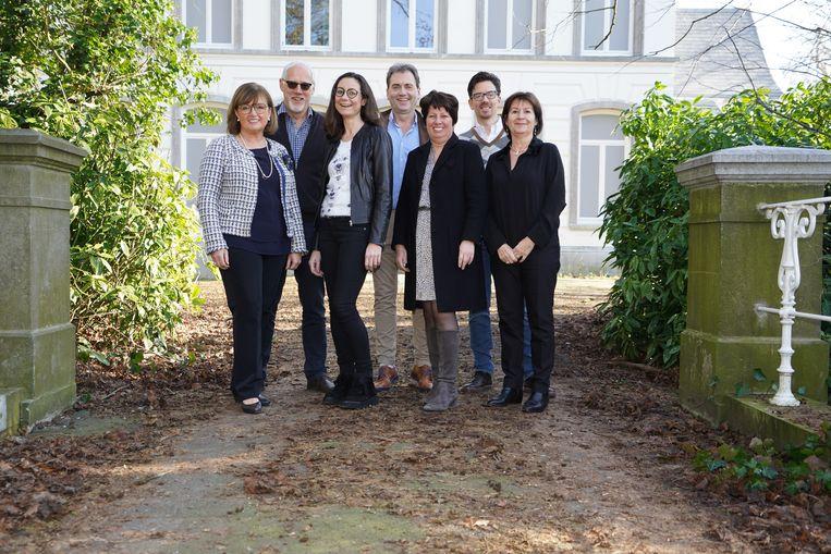De werkgroep van 'Op stap in stijl' aan kasteel Ter Borcht