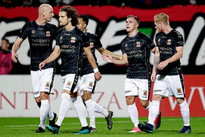 GA Eagles bejubelt een van de twee doelpunten van Martijn  Berden (tweede van rechts). Genoeg voor de zege op NEC was het niet.