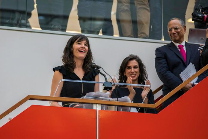 Journalisten van de New York Times Jodi Kantor en Megan Twohey (links) reageren op de bekendmaking van de Pulitzerprijs.