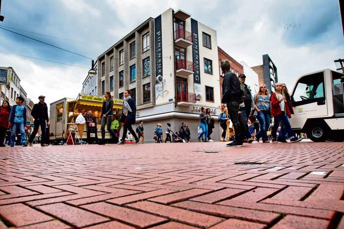 De rode steentjes in de Eindhovense binnenstad.