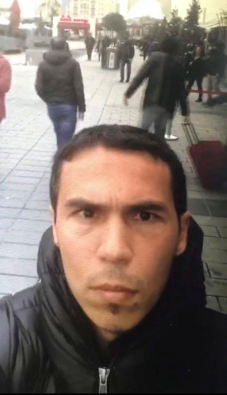 De dader filmde zichzelf toen hij door Istanboel wandelde. De beelden werden vermoedelijk enkele dagen voor de aanslag gemaakt.