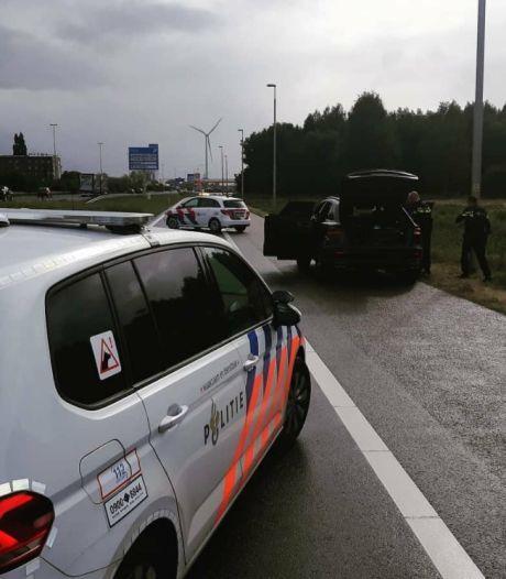 Politie lost waarschuwingsschot en houdt man aan op A16 bij Hazeldonk