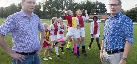 Meidenteams Enschedese voetbalclubs EMOS en Achilles vanaf nu samen