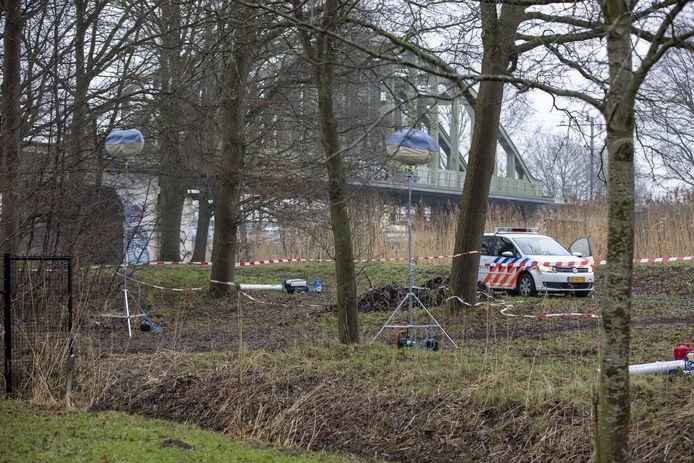 Een beeld van het politieonderzoek nabij de plek waar Lotte is gevonden.
