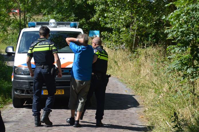 De automobilist werd door de politie meegenomen naar het politiebureau